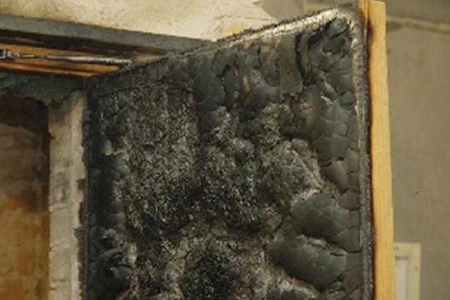 Последствия горения деревянной двери