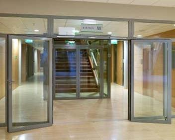 Фото: Разновидности остеклененных жаростойких дверей