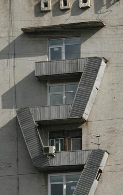 Лестница в защитном кожухе