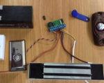 """Схема подсоединения электромагнитного замка к блоку питания и модулю считывания ключей """"Touch Memory"""""""
