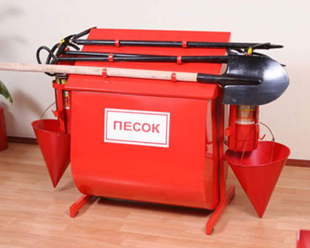 Ящик для песка является основанием для комплектации пожарного щита