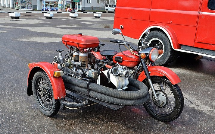 Мобильная мотопомпа, транспортируемая на мотоцикле