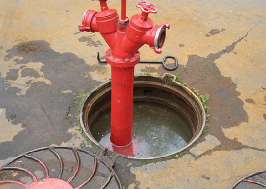 Колонка, установленная на пожарный гидрант