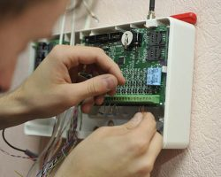 Контроллеры СКУД: выбор и установка