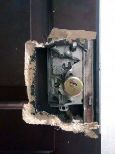 Высокая надежность, даже после полного вскрытия дверного полотна механизм замка взломать не удалось